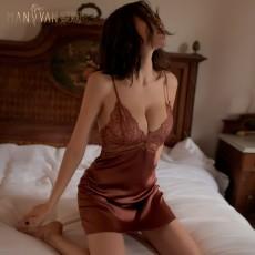 【天猫】曼烟轻奢性感透视蕾丝深V吊带露背缎面睡裙9829