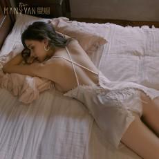 【天猫】曼烟轻奢水溶花蕾丝吊带交叉绑带露背仿真丝睡裙9823