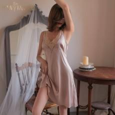 【天猫】曼烟轻奢性感蕾丝深V缎面修身吊带情趣睡裙居家服9855