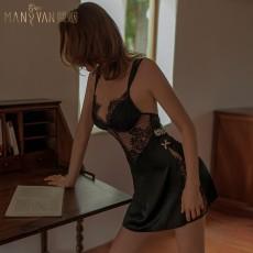 【天猫】曼烟轻奢情趣内衣透视蕾丝缎面吊带系带开衩睡裙居家服9933